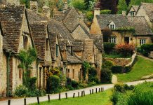 Beautiful Small Town in England Bibury - Pound Travels
