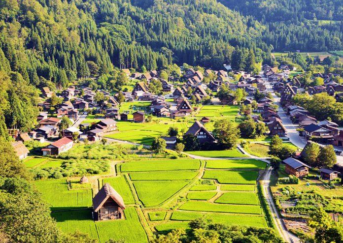 Pound Travels   Best Travel Deals - Dream, Discover & Explore Shirakawa-go