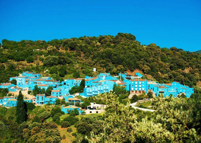 Blue painted Buildings in Júzcar - Pound Travels